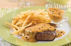 Three pepper and cognac sauce - Caty's recipes - Three pepper and cognac sauce – Recipes – Cooking and nutrition – Pratico Pratique - Hamburger Meat Recipes, Steak Recipes, Sauce Recipes, Cooking Recipes, Healthy Eating Tips, Healthy Recipes, Sauce Au Poivre, Diner Recipes, Gourmet Burgers