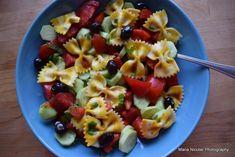 Salata mediteraneana cu farfale limoncino. Delicii vegetariene in 15 minute