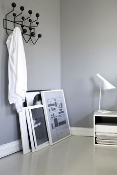 Grey walls and vitra hang it all in the bedroom of a charming norwegian home… Black And White Furniture, Black And White Interior, Norwegian House, Grey Room, Scandinavian Home, Grey Walls, Clipart, Eames, Ideas