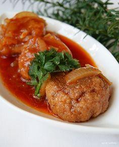 Klopsiki rybne w sosie pomidorowym