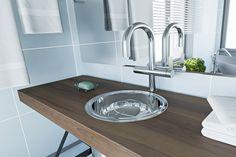 Uma forma de definir o estilo do seu banheiro é a através da escolha dos móveis. Sabemos quequando se pensa em renovar o banheiro, geralmenteas pessoas prestam
