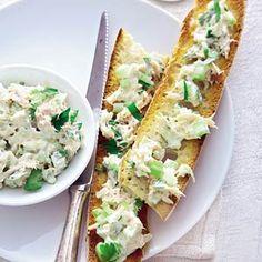 Recept - Makreelsalade met bleekselderij op stokbrood - Allerhande