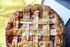 Alton Brown's Frozen Peach Pie: So I guess I'm kind of addicted to this whole frozen fruit filling pie thing. Having tried it out with a few different berries, I figured it was about time to give a drupe a try … especially suitable seeing as how I live in the peach state.