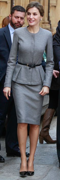 Doña Letizia looked smart and polished in her grey Carolina Herrera cashmere separates (debuted November 2015 during Queen Rania's visit). She carried a Hugo Boss 'Bespoke' black leather bag, Prada black Saffiano print patent leather pointy toe pumps, a slim patent belt knotted at the end, wearing her hair in a soft bun that showcased her diamond cascade earrings. April 5 2016 in Salamanca, Spain.