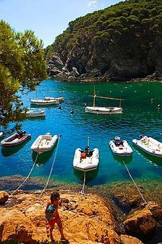Sa Tuna Beach in Begur - Costa Brava, Catalonia. Barcelona Day Trips, Barcelona Catalonia, Best Places To Travel, Places To Visit, Begur Costa Brava, Girona Spain, Places In Spain, Southern Europe, Travel Images