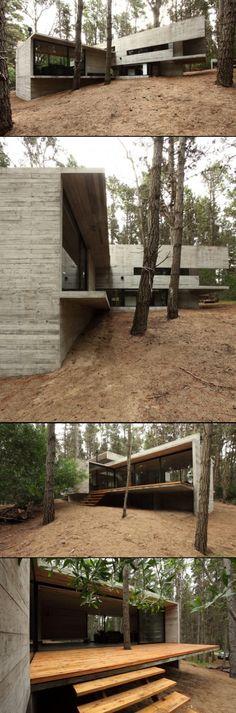 BAK Arquitectos > Casa JD casa modernista em pedra natural, vidro e madeira com 2 volumes principais e um deck