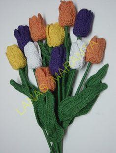 Cómo hacer un tulipán de ganchillo. Instrucciones en: http://www.lanasmaranta.com/blog/tulipan-de-ganchillo/