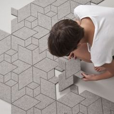 CITYSCAPES: Rug pattern is assembled from one type of tile only and it uses hexagonal grid to visualize its isometric world. (in Spanish)