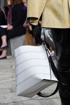 Loewe at Paris Fashion Week Spring 2016 - Details Runway Photos
