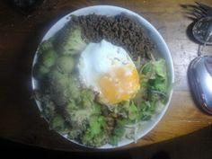 Aziatische roerbak met pittig gehakt, groenten en spiegelei | | Goed en gezond eten