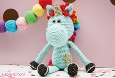Crochet a unicorn – Unicorns are everywhere these days. Curious to know how to make your own? Then read on for the free crochet pattern. Crochet Gifts, Crochet Toys, Free Crochet, Knit Crochet, Diy Crafts For Boyfriend, Create Your Own Image, Knitting Patterns, Crochet Patterns, Crochet Unicorn