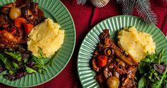 Burgundi sertéskaraj recept | Street Kitchen Nutella, Feta, Mashed Potatoes, Burgundy, Ethnic Recipes, Kitchen, Street, Whipped Potatoes, Cooking