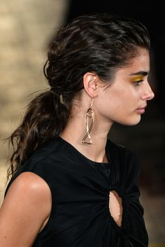 Sportmax - For simple gold confections, a textured ponytail is the ultimate fail-safe. Taylor Marie Hill, Taylor Hill Hair, Taylor Hill Style, Giorgio Armani, Top Supermodels, Balmain, Yennefer Of Vengerberg, Hair St, Victoria's Secret