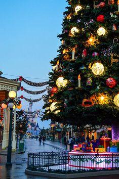 Ultimate 2017 Disneyland Christmas Guide | Disneyland christmas ...