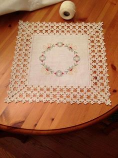 Lapghans Crochet - Basic Embroidery Stitches Embroidery stitch for beginners Crochet Tablecloth, Crochet Doilies, Crochet Lace, Crochet Boarders, Crochet Squares, Diy Crafts Crochet, Crochet Projects, Thread Crochet, Filet Crochet