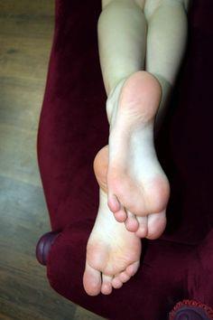 Feet Soles, Women's Feet, Feet Gallery, Nice Toes, Foot Love, Barefoot Girls, Beautiful Toes, Sexy Toes, Hot Heels
