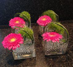 Daarnet de bloemenvaasjes gemaakt voor op de feesttafel morgen.