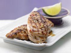 Sesam-Hähnchenbrust - mit Chili-Honig-Sauce - smarter - Kalorien: 310 Kcal - Zeit: 25 Min. | eatsmarter.de