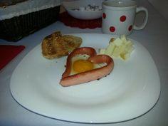 #breakfast Hamburger, Breakfast, Ethnic Recipes, Food, Morning Coffee, Essen, Burgers, Meals, Yemek