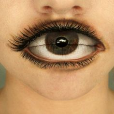 We've seen some pretty amazing eye-lip make up before, but this one's brown definitely worth a peep too. The super realistic eyeball make up job was done Sfx Makeup, Costume Makeup, Makeup Art, Makeup Primer, Zombie Makeup, Makeup Lips, Crazy Optical Illusions, Make Up 3d, Special Effects Makeup