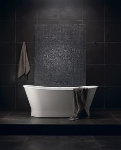 Bathroom : Black is the new black - Salle de bain : noir inégalé