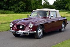 Classic Car News Pics And Videos From Around The World Bristol Motors, Bristol Cars, Vintage Cars, Antique Cars, Bmw Classic Cars, Cars Uk, Car Drawings, Old Cars, Luxury Cars