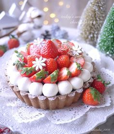 Image may contain: fruit, dessert and food Bakery Recipes, Dessert Recipes, Fruit Dessert, Kawaii Dessert, Strawberry Desserts, Cafe Food, Sweet Tarts, Aesthetic Food, Cake Decorating