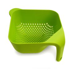 Ergonomically designed, square-shaped colander is easy to hold--can be poured with only one hand Vertical handle allows the colander to remain upright in the si