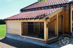 Lean-to style of dog kennel with roofed run area Order an oil painting of your p… - dog kennel boarding Dog Kennel Roof, Dog Kennel End Table, Building A Dog Kennel, Dog Kennel Cover, Outdoor Dog Kennels, Outdoor Dog Area, Extra Large Dog Kennel, Large Dogs, Dog Kennel Designs
