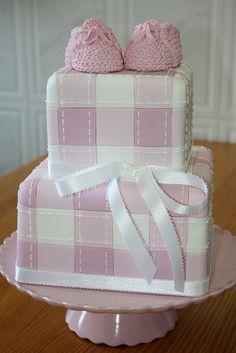 plaid cake inspiration VEM AÍ UMA MENINA! by PAULA CHAMMAS, via Flickr
