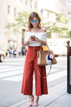 Super How To Wear Culottes Outfit Casual Fashion Trends Ideas Mode Outfits, Office Outfits, Casual Outfits, Fashion Outfits, Womens Fashion, Fashion Trends, School Outfits, Cullotes Outfit Casual, Fashion 2016