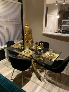 Dining Room Table, Dining Rooms, Dining Area, First Apartment Decorating, Room Ideas, Decor Ideas, Elegant Designs, Room Goals, Small Apartments