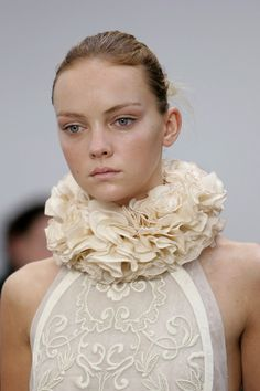 Ruffled Collar - 3D fabric manipulation for fashion design; couture sewing inspiration // Balenciaga