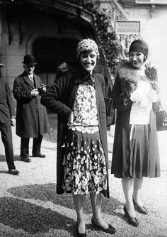 Two gorgeous, smiling 1920s girls. Found on sydneyflapper.tumblr.com
