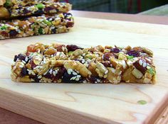 Homemade KIND Bars & Homemade TRIO Bars by enlightenedcooking: Silbermann!Maybe I'll try the brown rice syrup for crisper granola bars Homemade Kind Bars, Just In Case, Just For You, Vegan Recipes, Snack Recipes, Bar Recipes, Recipies, Cereal Recipes, Healthy Treats