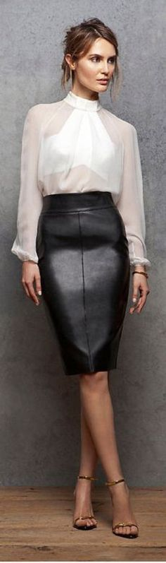☺ Leather Pencil SKIRT - sexy... Love this look                                                                                                                                                                                 Mais
