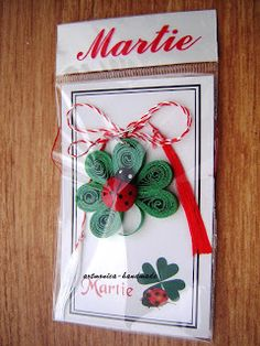 artmonica-handmade: MARTISOARE QUILLING Decor Crafts, Diy Crafts, 8 Martie, Diy Tutorial, Paper Crafts, Christmas Ornaments, Holiday Decor, School, Cards