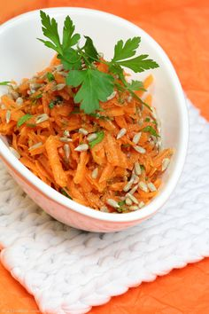 Shredded carrots with sunflower seeds and orange dressing