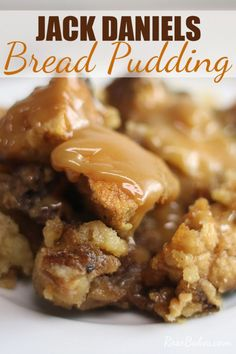 This Jack Daniels Bread Pudding is a classic southern bread pudding with an incredible Jack Daniels infused caramel sauce. It's pretty much the only bread pudding Ill eat in my opinion its the best bread pudding recipe. Pudding Cupcakes, Pudding Desserts, Köstliche Desserts, Delicious Desserts, Yummy Food, Best Bread Pudding Recipe, Bread Recipes, Cooking Recipes, Cake Recipes