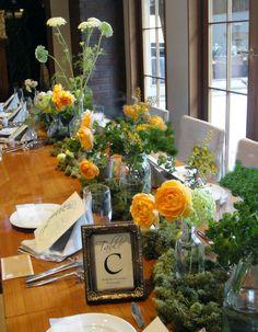 ゲストテーブル装花 グリーンいっぱいのウェディング #ウェディング #会場装花 #装飾 #ゲストテーブル #コーディネート #ミモザ #オレンジ #グリーン