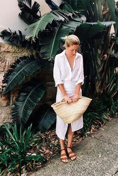 21 Entspannt Outfit Ideen Mit Stroh Taschen 21 Relaxed Outfit Ideas With Straw Bags Paris Outfits, Komplette Outfits, Cool Outfits, Summer Outfits, Amazing Outfits, It Bag, Summer Minimalist, Minimalist Fashion, Minimalist Clothing