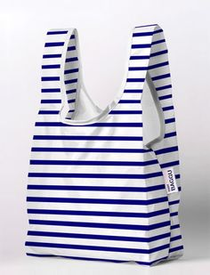 Baby+Baggu+-+Sailor+Stripe A+smaller+version+of+Baggu's+best+selling+reusable+shopping+bag. Perfect+for+your+lunch,+a+six+pack,+extra+shoes,+or+a+trip+to+the+corner+market.baggu bags (baggu) I bought a couple of these recently and took them to Farmer Reusable Shopping Bags, Reusable Bags, Shopping Bag Design, Diy Sac, Striped Bags, Best Handbags, Fabric Bags, Cloth Bags, Trader Joes