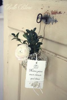 BELLE BLANC  Upcycle a light globe to a vase.