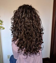 5 Amazing Curly Girl Approved Deep Conditioners – Hair – Hair is craft Curly Hair Tips, Long Wavy Hair, Curly Hair Styles, Wavy Curly Hair Cuts, Long Curly Haircuts, Long Natural Curls, Dark Curly Hair, Natural Hair, Deep Conditioner