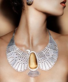 Azza Fahmy launches a new e-commerce site that offers the world its unique mix of Egyptian-inspired jewels made in Cairo using traditional crafts. Maxi Collar, Egyptian Fashion, Jewelry Accessories, Jewelry Design, Jewelry Art, Long Pearl Necklaces, Egyptian Jewelry, Schmuck Design, Collar Necklace
