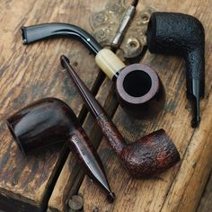 Theres Group 1s nosewarmers and more to be found in this 16 pipe update of rare and collectible Dunhills. http://smokingpip.es/2xBcbrZ