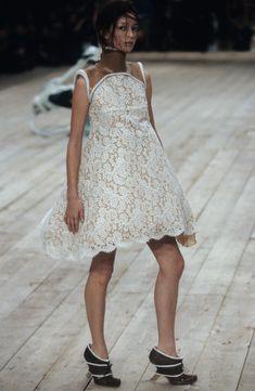 Alexander McQueen Spring 1999 Ready-to-Wear Fashion Show - Erin O'Connor–