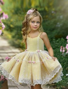 Baby Girl Party Dresses, Little Girl Dresses, Baby Dress, Girls Dresses, Dress Party, Fashion Kids, Little Girl Fashion, Cute Little Girls Outfits, Kids Outfits Girls