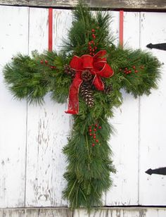 Evergreen Cross Wreath Simple Red Bow on a Cross. Celebrating the Reason for the Season Outside Christmas Decorations, Christmas Wreaths To Make, Christmas Tree Farm, Christmas Love, Christmas Cross, Outdoor Christmas, All Things Christmas, Christmas Holidays, Holiday Crafts