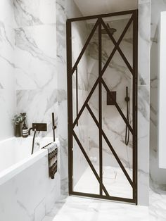 Working on a bathroom project? We can help you with some marble inspirations. Discover more at maisonvalentina.net